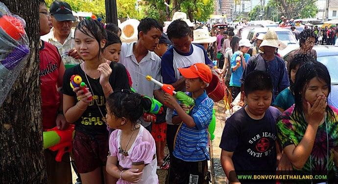 Le Festival Songkran à Chiang Mai - Fusil a eau