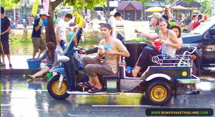 Le Festival Songkran à Chiang Mai - Tuk tuk