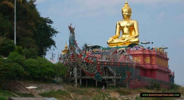golden buddha statue in chiang rai