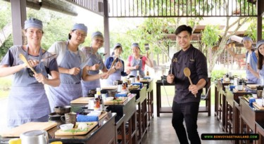 authentic thai cooking stations