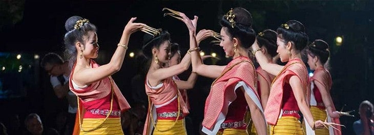 fingernails dance at old chiang mai cultural center