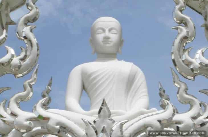 statue Buddha au Temple Blanc