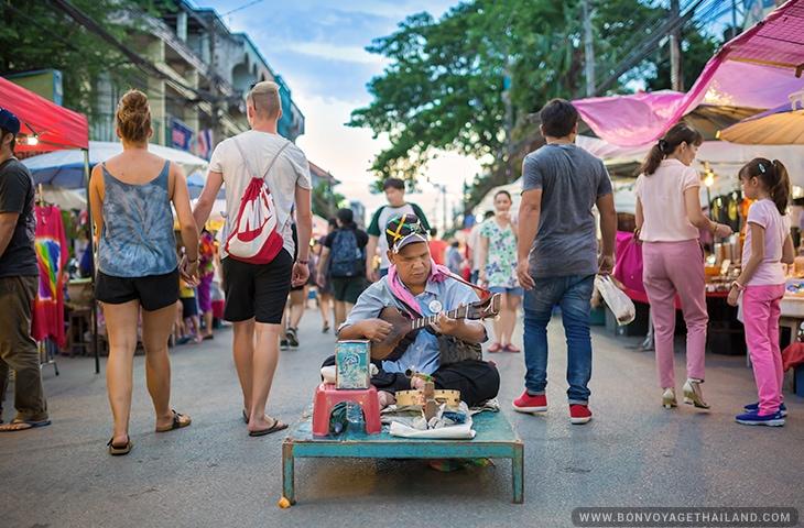 Saturday Night Market - Wua Lai Road